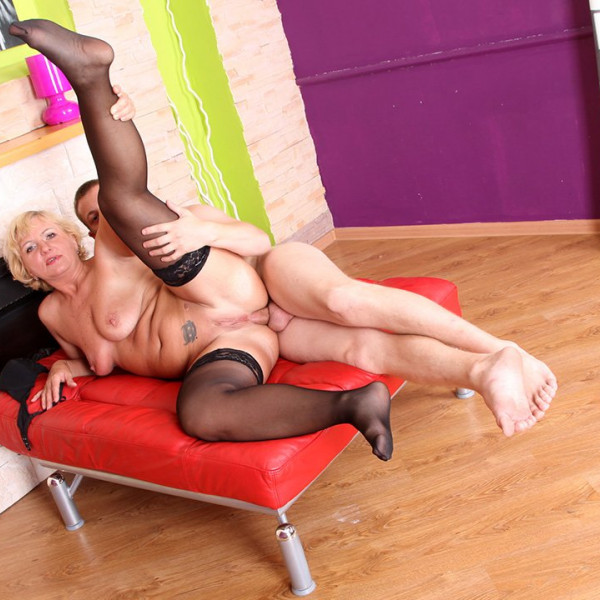 AMAZING MILF ANAL SEX - Photo 14 / 16